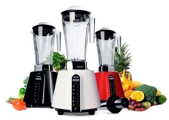 Blenders avec design moderne en couleurs blanc, rouge ou noir BioChef de Vitality4Life avec fruits et légumes
